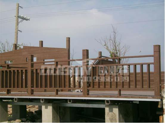碳化木栏杆栈道